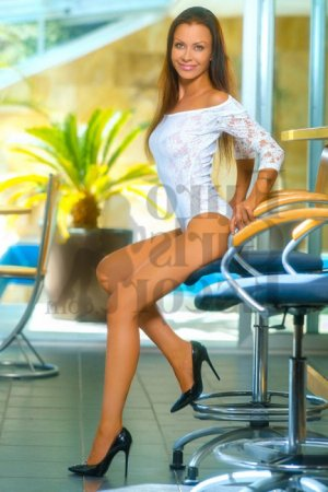 Yousrah live escorts in Carol Stream IL, tantra massage