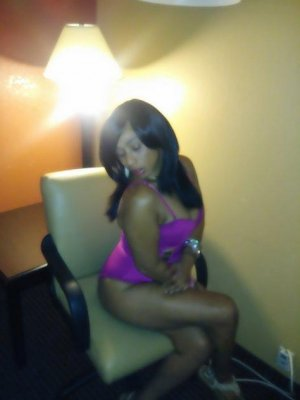 Ainoa call girls in East St. Louis and happy ending massage