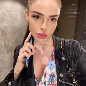 Cherry escort girls in Paris TX