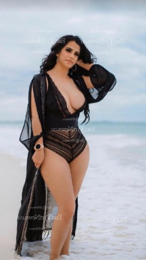 Mayya happy ending massage in Wood River Illinois, escorts