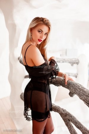 Rokiatou nuru massage & live escorts