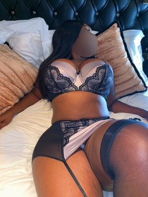 Gwenaela live escort in Brentwood and massage parlor