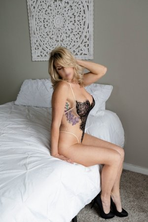 Gwenaela escorts in Ontario & massage parlor